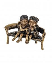 Ангелочки на скамейке с Корзинкой цветов маленькие без подставки 1676.1