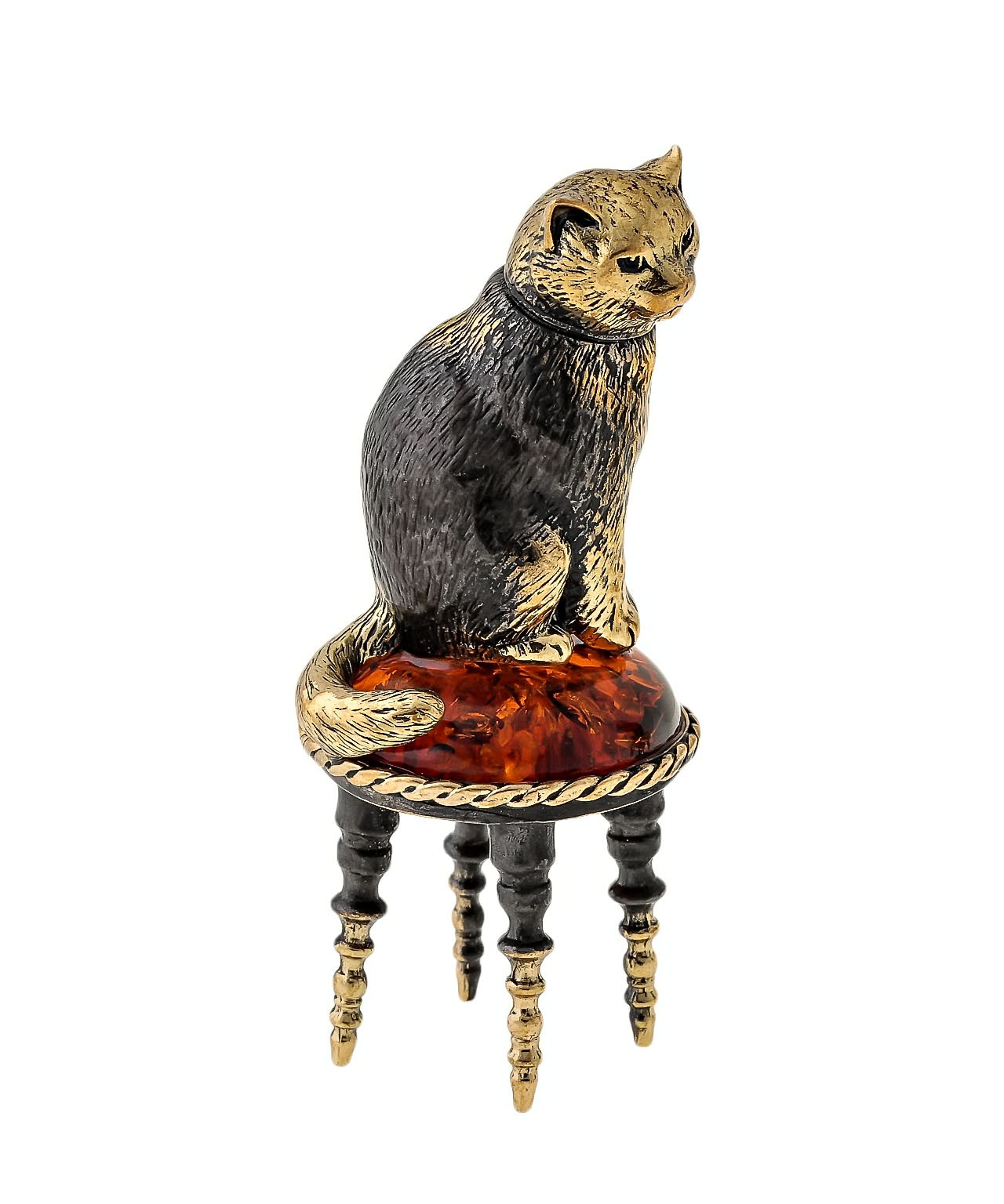Кот с бантиком на пуфике 1643