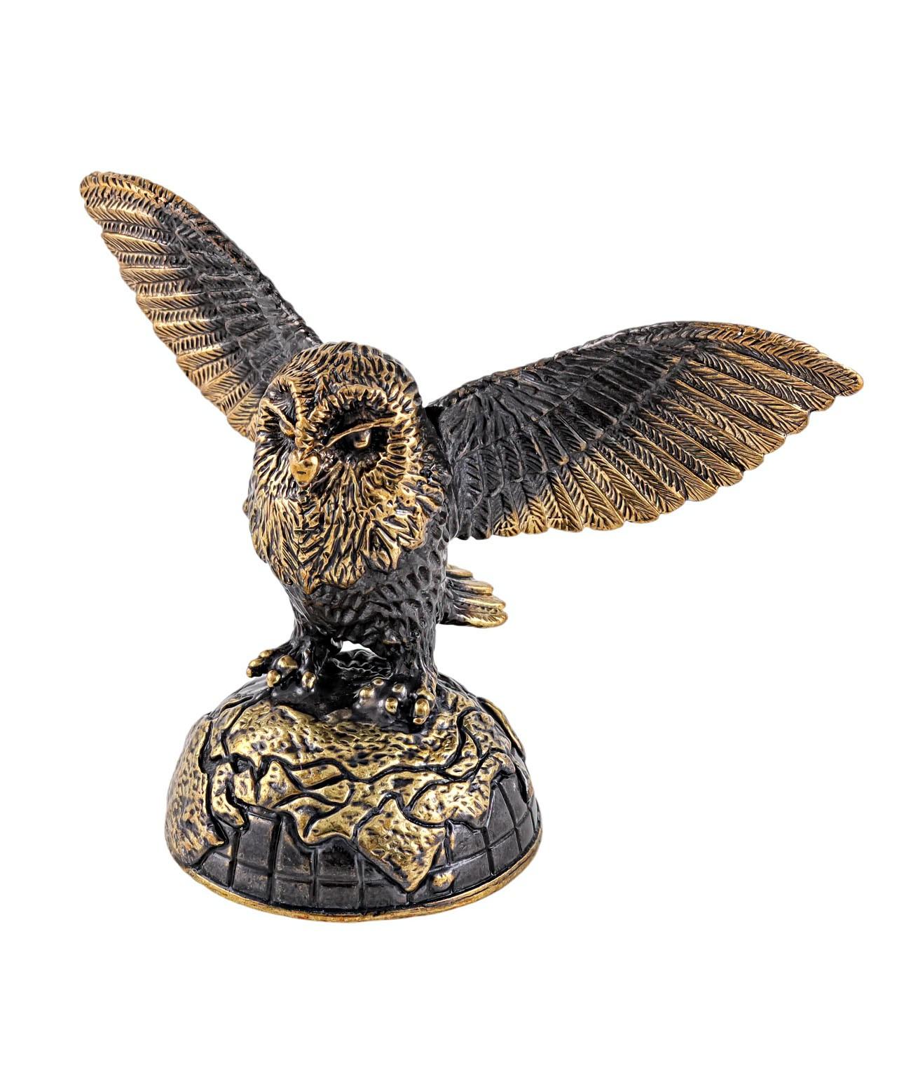 Птица Сова Хэдвиг на земном шаре без подставки 1822.1