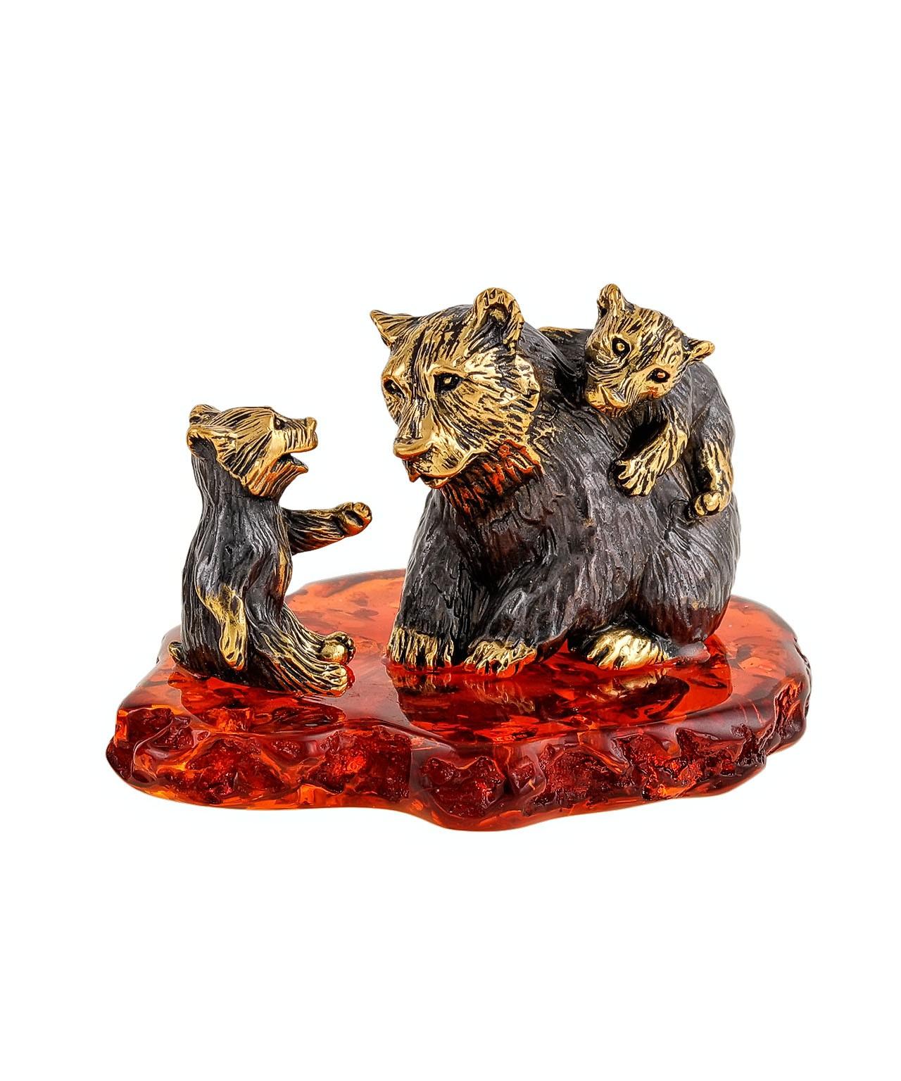 Медведь с малышами 2305