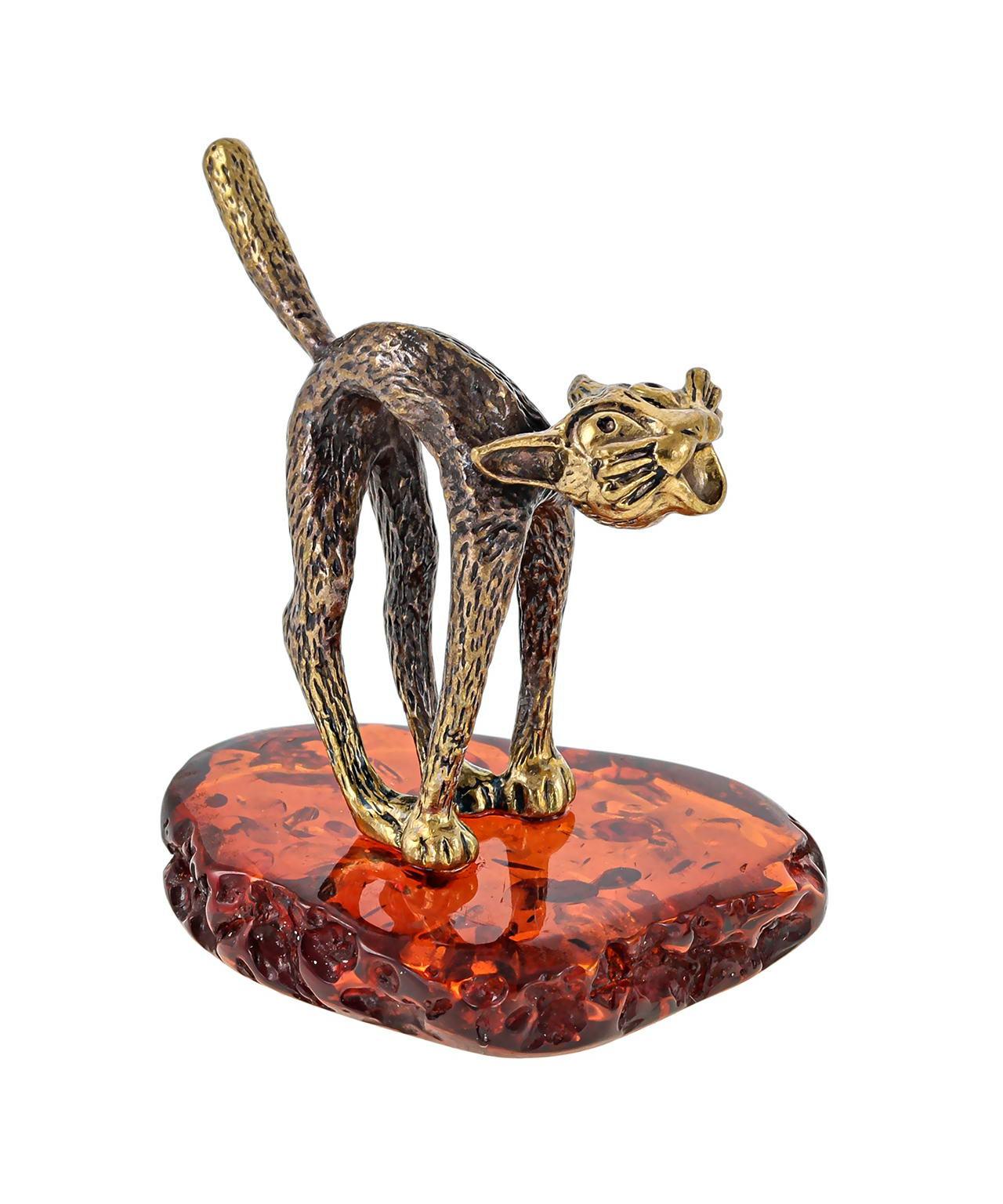 Кот стоит 475