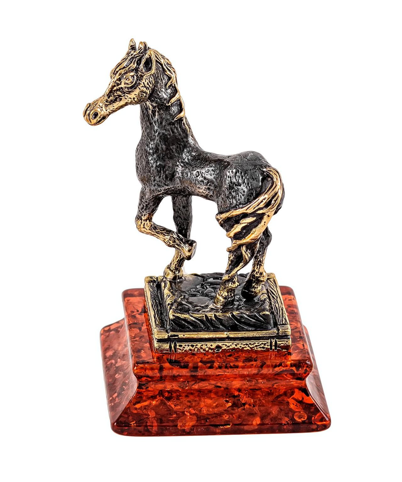 Лошадь на постаменте 1926