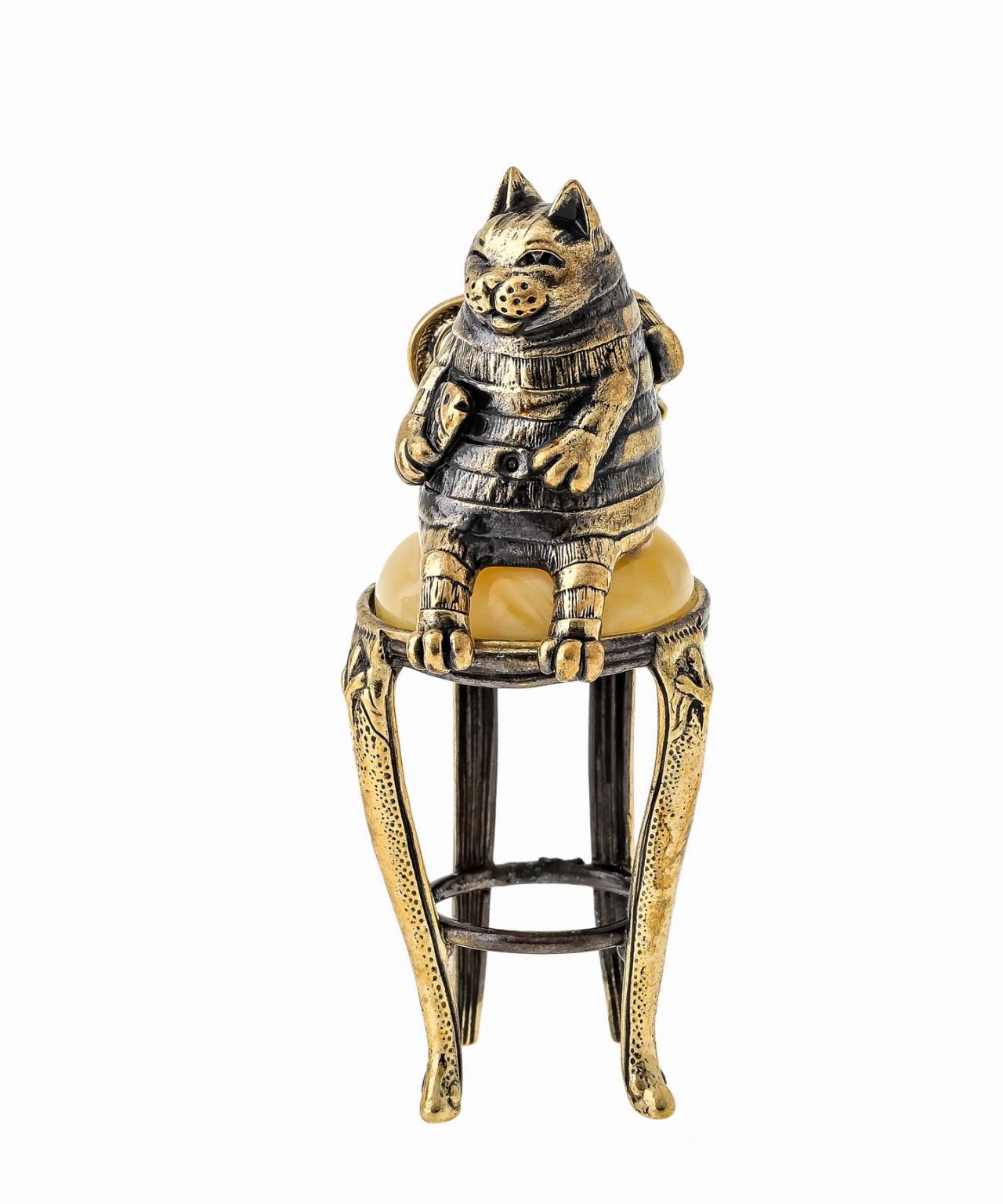 Кот Вася на стуле 1611