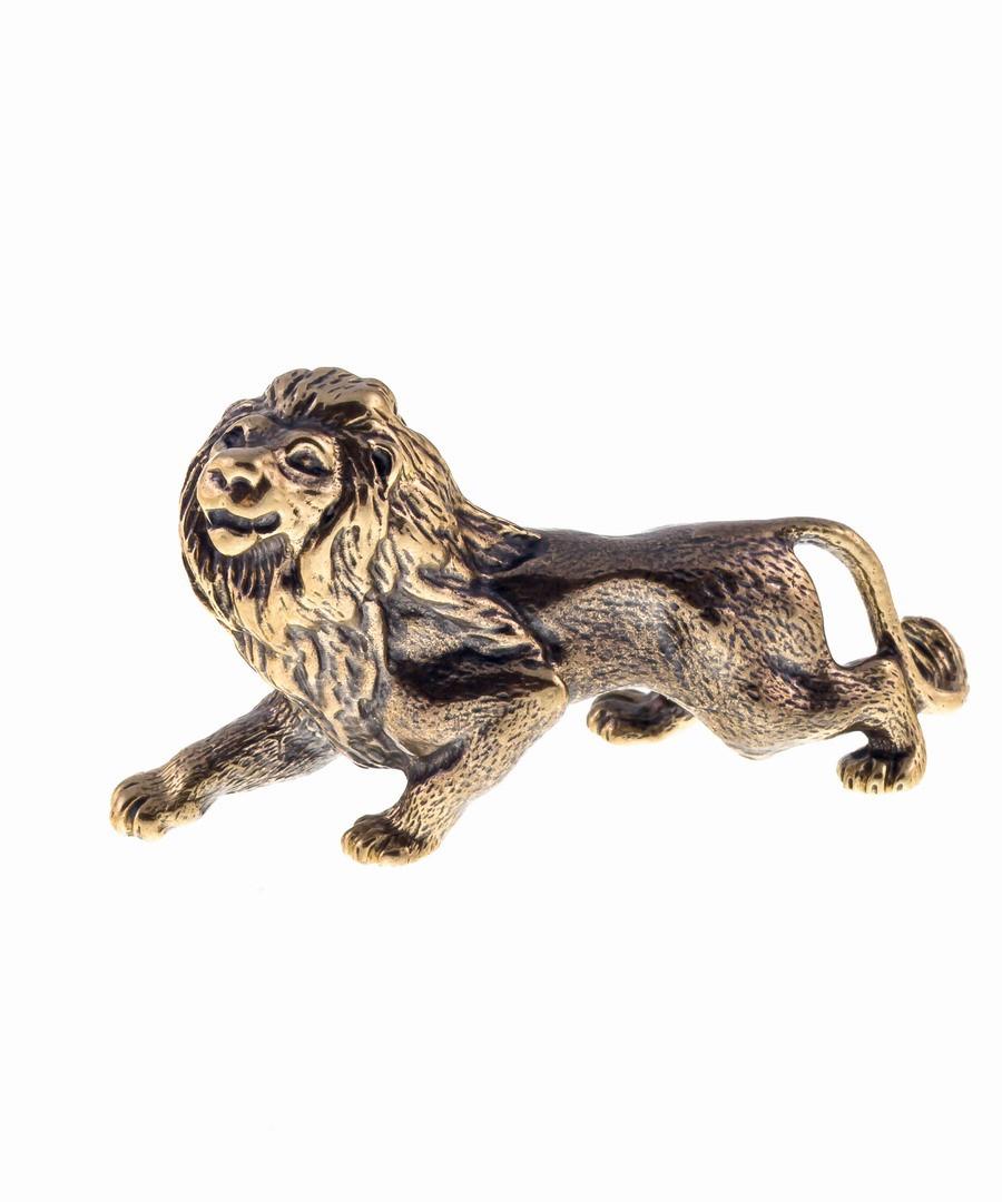 Лев охотник без подставки 673.1