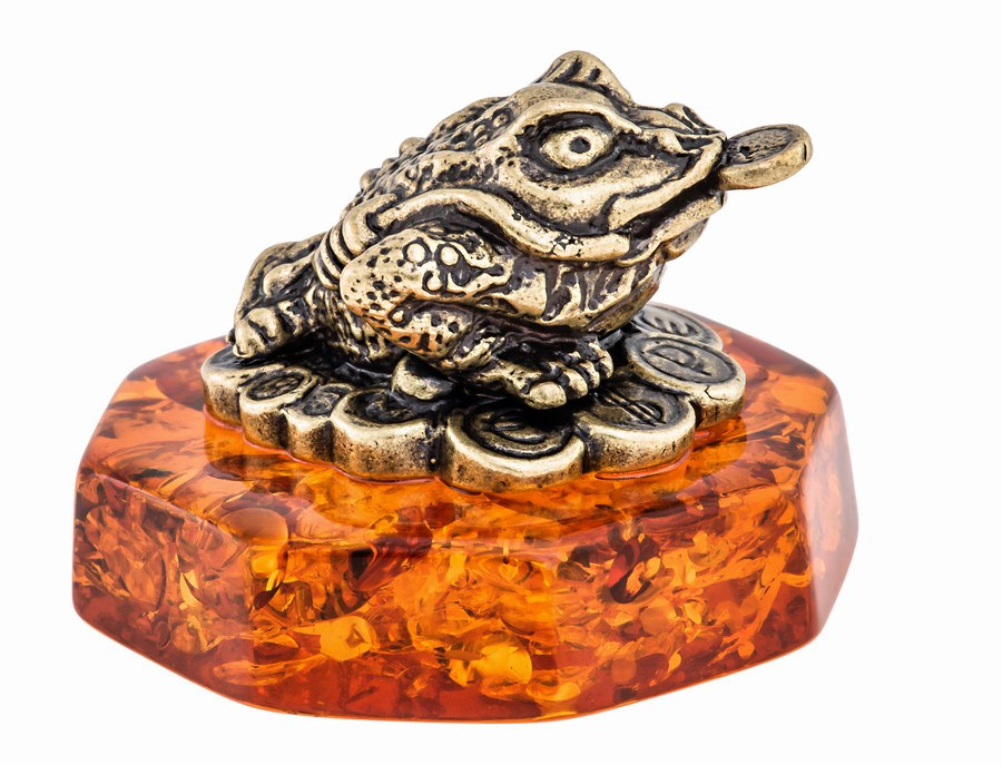 Лягушка фен-шуй с монетами на подставке 568