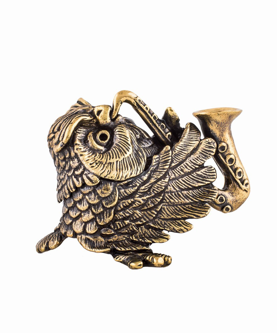 Птица сова с саксофоном без подставки 704.1