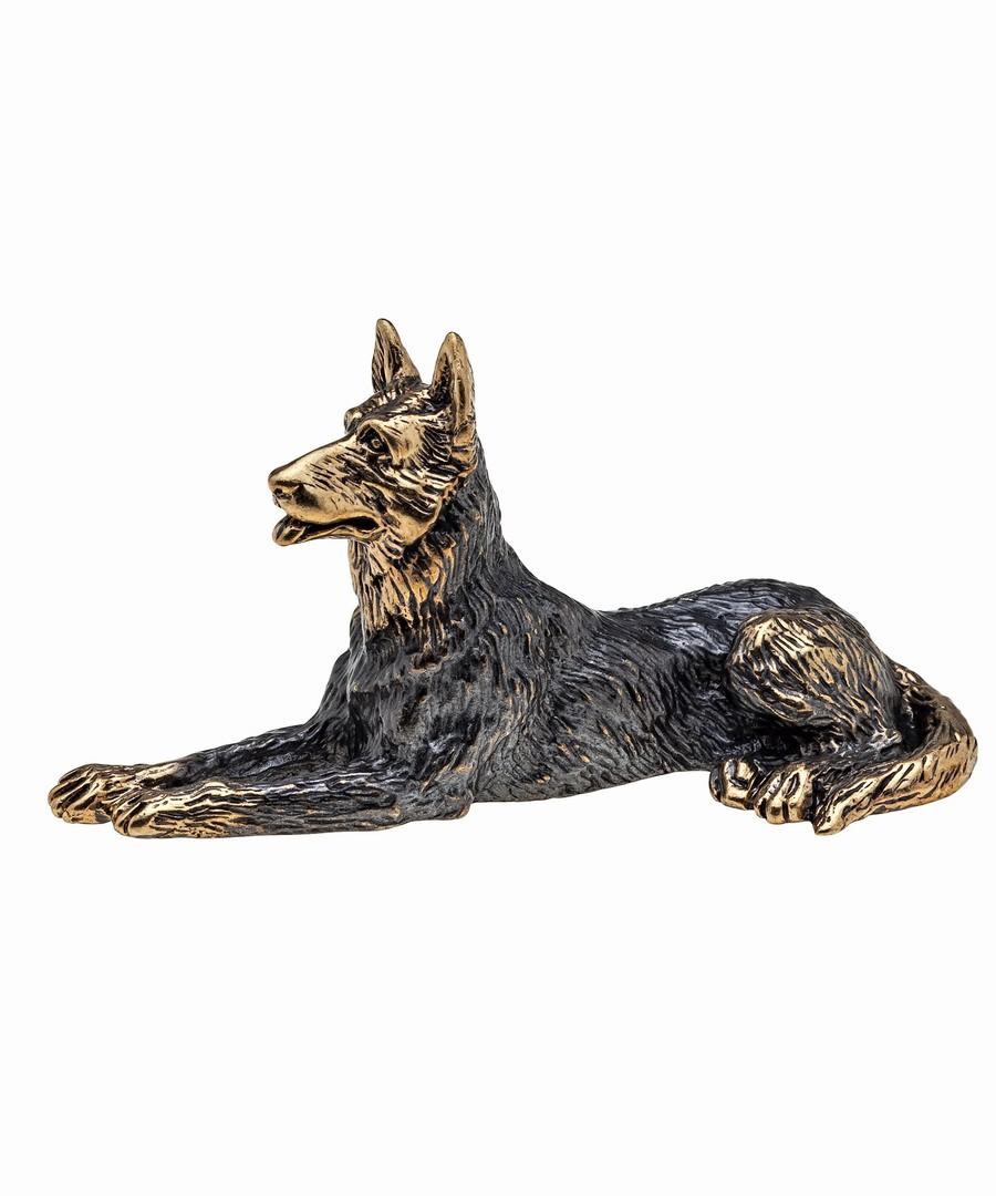Собака Овчарка без подставки лежит 1020.1
