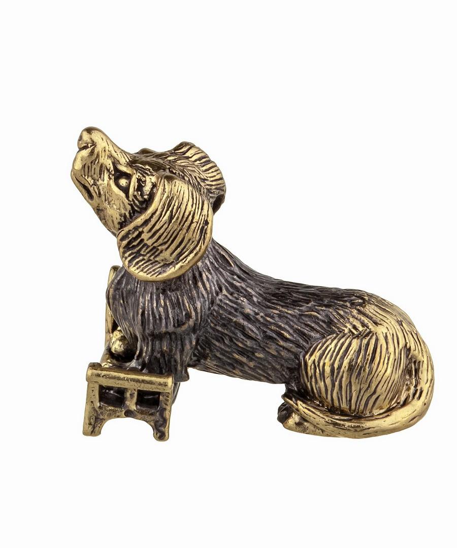 Собака Такса на скамейке без подставки 924.1